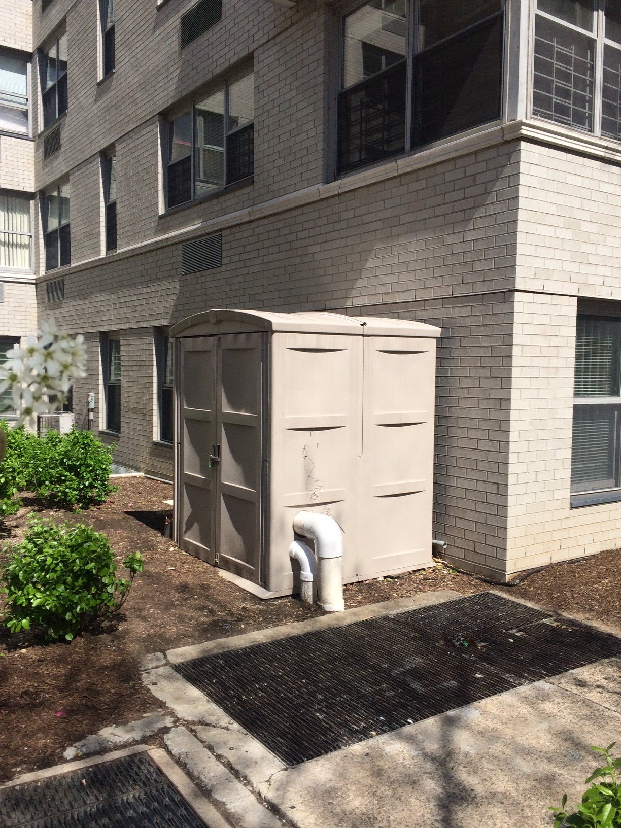 RJS Environmental installing an oil recovery system for an apartment complex